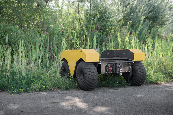 Warthog UGV: Amphibious Outdoor Robot for Research - Robotic